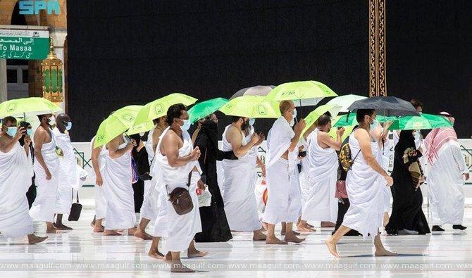Saudi Islamic Ministry distributes 14,650 umbrellas